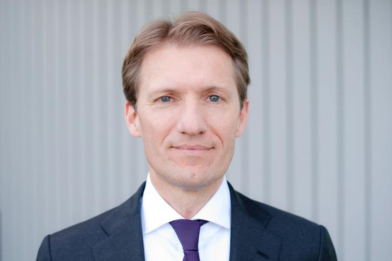 Hannover Re CEO steps down, is replaced by Swiss Re's Henchoz